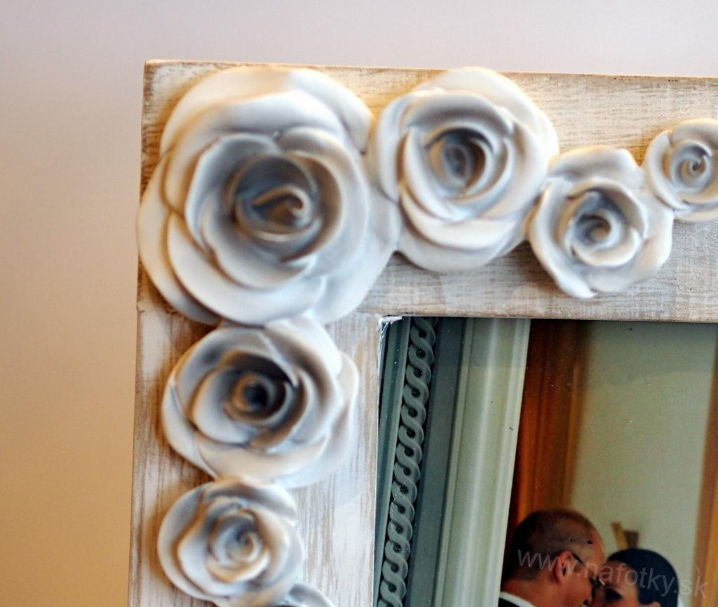 A282 WOOD WHITE/RESIN ROSES 13x18